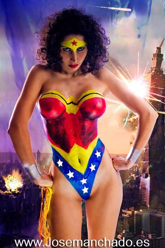 Wonder Woman Bodypaint Morgana Cosplay